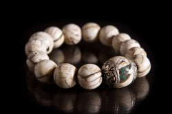EM102010-33: Antique conch shell beads with antique shell bead